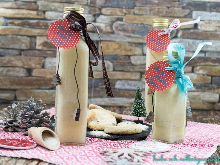 Julia Pestl präsentiert uns ein leckeres Last-Minute-Weihnachtsgeschenk: Den Vanille Kipferl Likör - das Weihnachtsgebäck aus der Flasche.