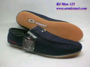 Sepatu Casual Kontak kami : Hotline : 081315979176 SMS Center : 085725396070 BBM : 22335085