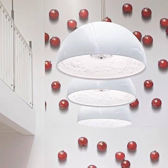 Skygarden Lamp by Marcel Wanders. Flos, 2007.  L'idea nasce dal soffitto di casa di Marcel Wanders in gesso decorato e dalla sua esigenza di portarlo con se anche in altre case. Che ne dite?