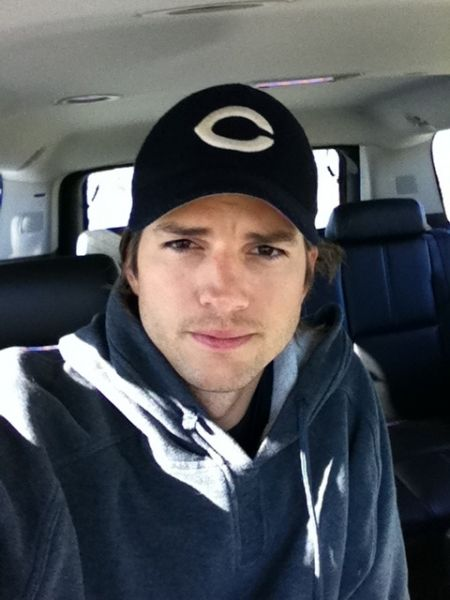 Ashton Kutcher cheers on the Bears