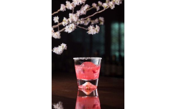 夜桜見物の後はピンクのカクテルで乾杯♡ザ・キャピトルホテル東急で「SAKURAカクテルフェア」開催 − ISUTA(イスタ)オシャレを発信するニュースサイト