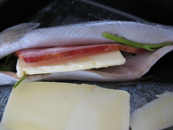 Pečený pstruh s maslom a slaninkou - obrázok 1