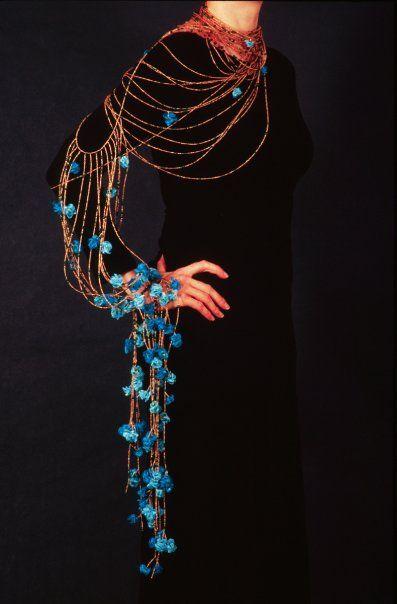bijoux : collier d'épaule et de bras, turquoise