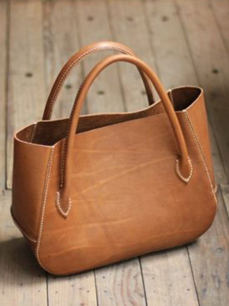 I love how this leather bag is so versatile. It can go with anything, and such a great size.