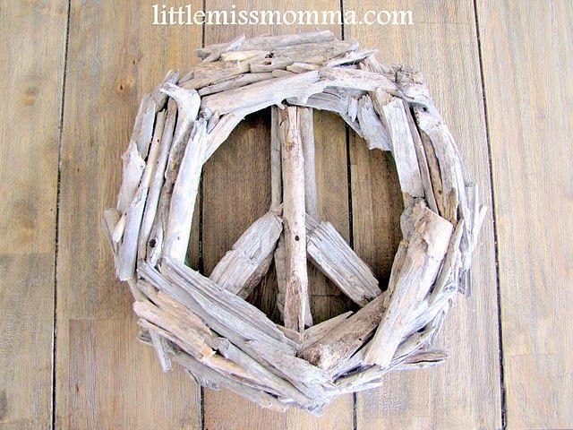 crafty doo.: Decor Ideas, Peace Signs, Signs Tutorials, Beaches Woods, Driftwood Peace Wreaths, Beaches Driftwood, Woods Peace, Drift Woods, Signs Wreaths