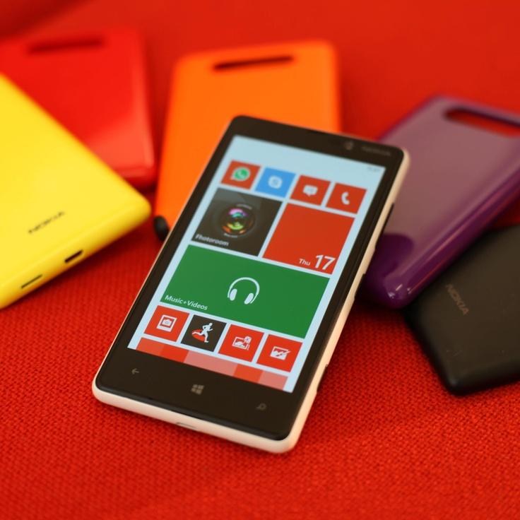 Вы можете менять цвет Nokia Lumia 820 в зависимоcти от настроения.