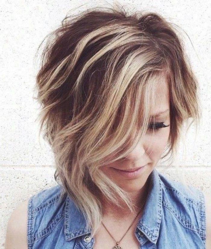 Les 25 meilleures idées de la catégorie Mèche blonde sur le devant sur Pinterest | Carré court ...