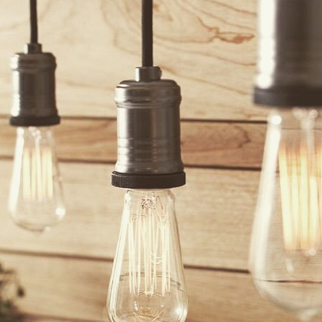 ŽIAROVKY EDISON – EDISONOVE ŽIAROVKY Edison žiarovky sú pomenované po svetoznámom vynálezcovi Thomas Alva Edison. Bol jedným z najproduktívnejších a najvýznamnejších vedcov sveta, pod ktorého menom je patentovaných viac ako 1700 patentov. #edison #edisonky #edisonbulb #ziarovky #ziarovka #bulbs #vintage #retro #retrobulbs @ziarovky.eu