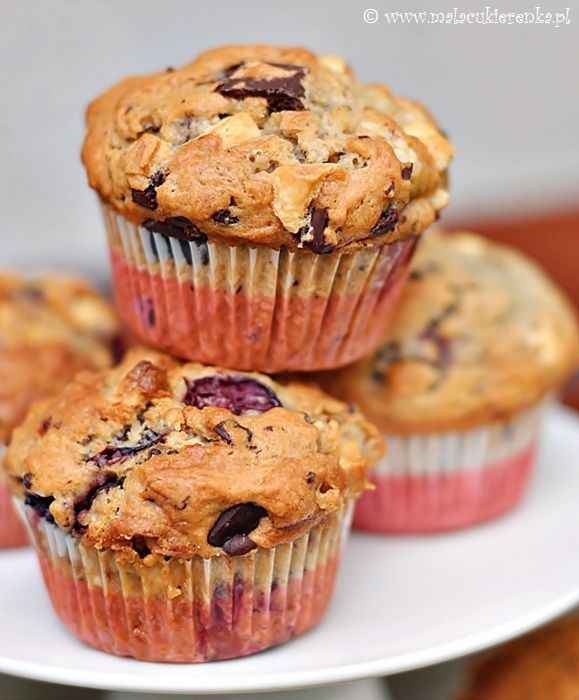 Muffins with cherries and chocolate