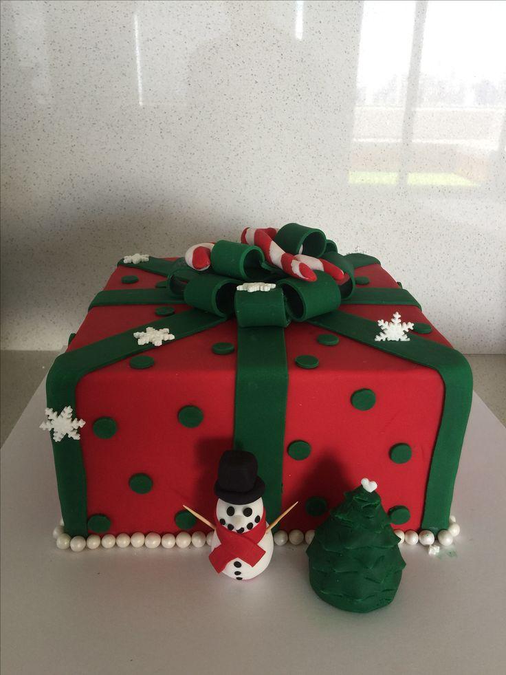 Christmas Cake #cake #christmas #fondant #snowman #present