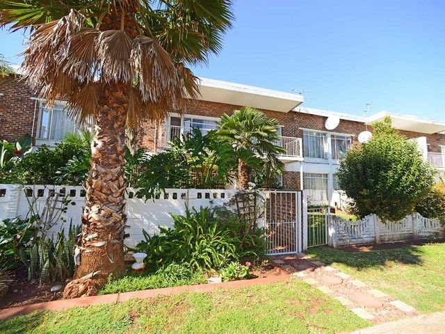 3 Bedroom Townhouse For Sale in Western & Ext
