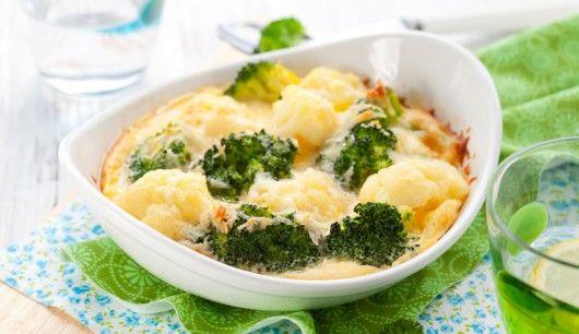 : Sie denken bei diesem Rezept im ersten Moment sicher an jede Menge Sahne und Kalorien - doch dieser Brokkoli-Blumenkohl-Auflauf ist eine Wohltat für Ihr Sixpack! Lassen Sie es sich schmecken - mit gutem Gewissen