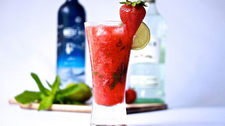 STRAWBERRY MOJITO: Seriously, who doesn't love a mojito? It's such a great cocktail, especially in summer when the more refreshing the drink the better. Mixed with Gin, Bacardi White Rum, Lime, Strawberries, sugar, mint and soda water. Recipe on the blog!