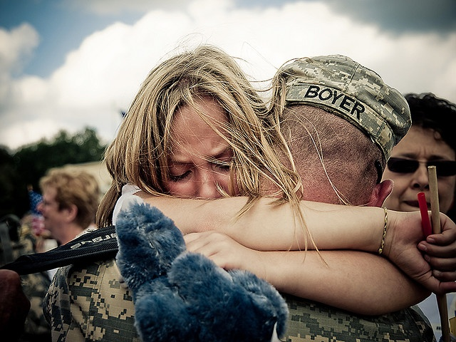 """If you can look at this picture and wonder """"I wonder if he has just come home, or if he is about to leave?"""" Count your blessings and pray for our troops"""