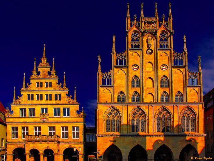 Historisches Rathaus Münster im Abendlicht