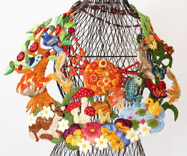 いろいろな国の蚤の市やリサイクルショップで買った雑貨中心のジャンクポップなインテリア!Pieni Sieni(ピエニ シエニ)という名前でフェルト刺繍作品を作っています。ワイヤーフォックステリアのkipperも登場♪
