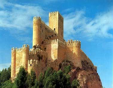 Castillo de Almansa, Albacete, España*...  Construido en el siglo XII sobre una fortaleza almohade anterior. En 1707 el castillo fue partícipe , durante la Guerra de Sucesión, de la batalla de Almansa, entre las tropas del archiduque Carlos y las de Felipe V.  En ella, fueron derrotados y capturados nueve mil soldados austriacos venciendo el ejército franco-español, tras esta batalla se inclinó la guerra a favor de Felipe V y la dinastía Borbón en el Trono de España.