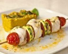 Brochettes de lotte au chorizo, purée de lentilles corail et sauce à la coriandre (facile, rapide) - Une recette CuisineAZ