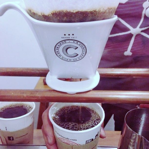 -Cafe americano artesanal-- Recién molido y preparado al instante en un filtro de porcelana. Delicioso! en @Cucurucho_cafe