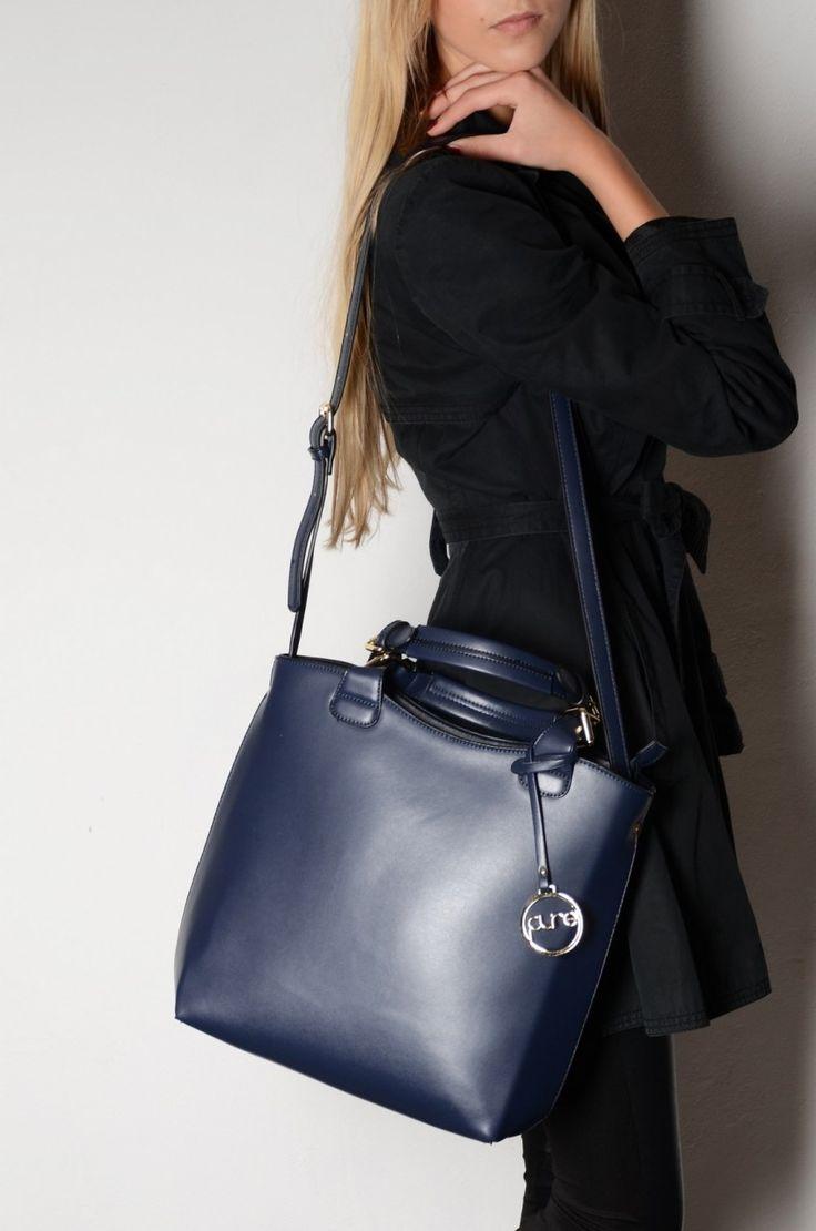 Tmavě modrá kabelka Pure London Aria