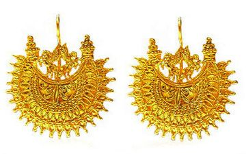 ancient Greek earrings from the   Hellenistic Age (330-30 B.C.), crafted in gold.