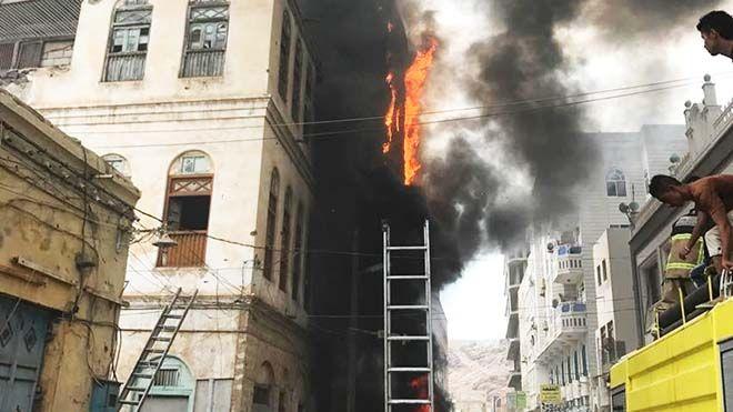 بين الكهرباء و المطافي والأمن من المسئول عن كوارث الحرائق في عدن الربط العشوائي تحقيق تقرير مطافيعدن كهرباءعدن Www Alayy In 2020 Street View Scenes Street