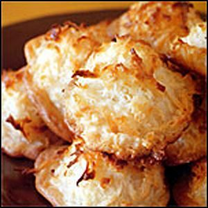 Good Old Fashion Coconut Macaroons - yummy easy gluten free snack without preservatives or colouring! •195g (3 cups) shredded coconut ( Macro brand is great, no preservatives and wheat free!)•4 egg whites, at room temperature •1/4 tsp salt •170g (3/4 cup) caster sugar •2 tsp natural vanilla essence ( all natural vanilla is avail at all grocery stores)... http://www.mumslounge.com.au/lifestyle/health/525-good-old-fashion-coconut-macaroons.html