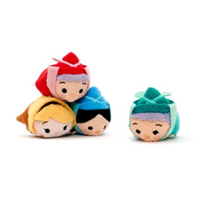 Make a magical addition to your Tsum Tsum collection with this Sleeping Beauty mini soft toy set! Presented in an illustrated window box, it includes Flora, Fauna, Merryweather and Aurora in disguise as Briar Rose.
