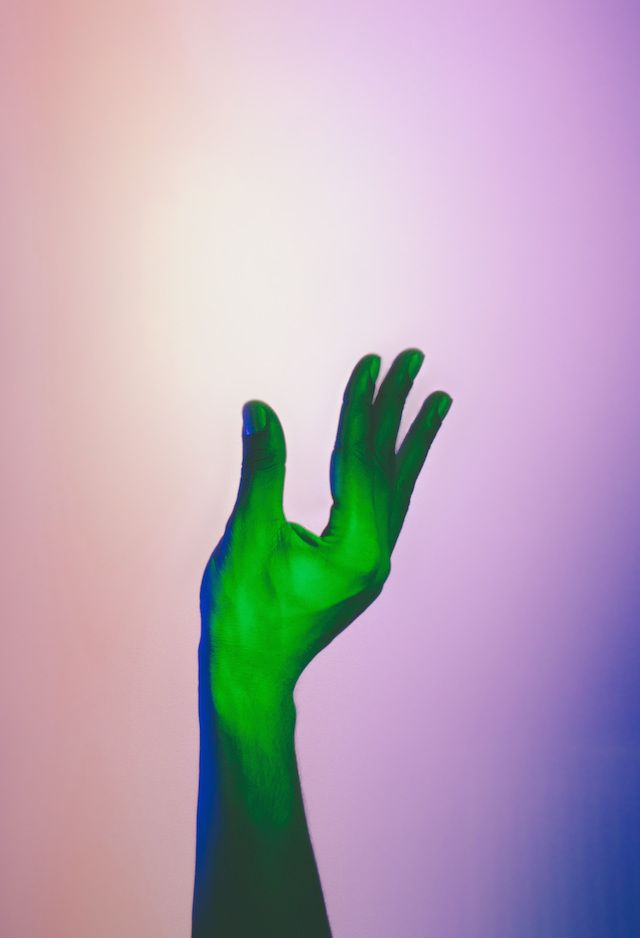 Hands Under Neon Lights – Fubiz™