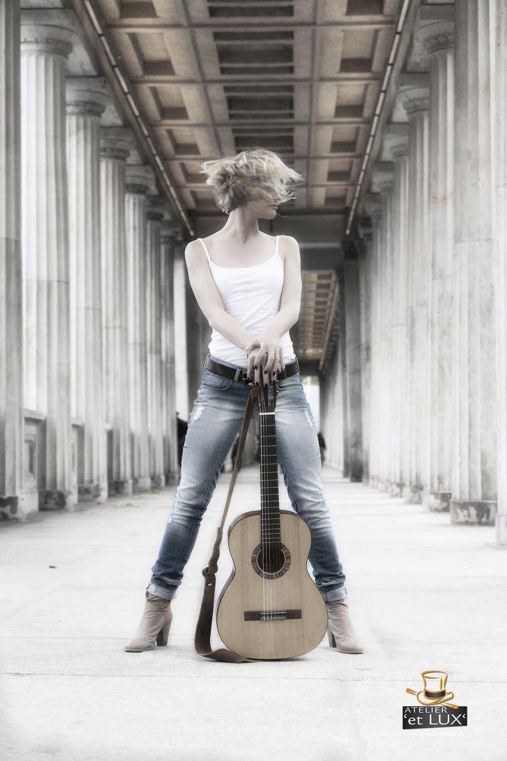 Session 'Street Musician', Photography: Atelier 'et Lux', Model: Lena