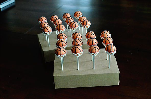 Custom cake pops available for local delivery in Birmingham, Alabama and shipped throughout US and Canada.