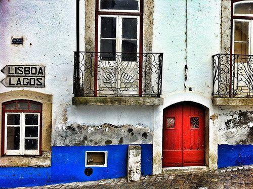 Una calle cualquiera de Odemira, a mitad de camino entre Lisboa y El Algarve (Alentejo, Portugal)