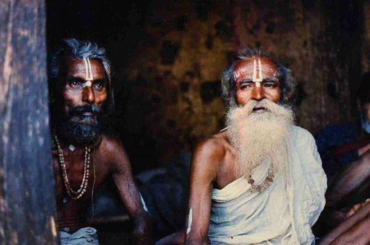 Les regards fascinants des Saddous, sâges qui peuplent les rues de l'Inde vêtus sobrement.