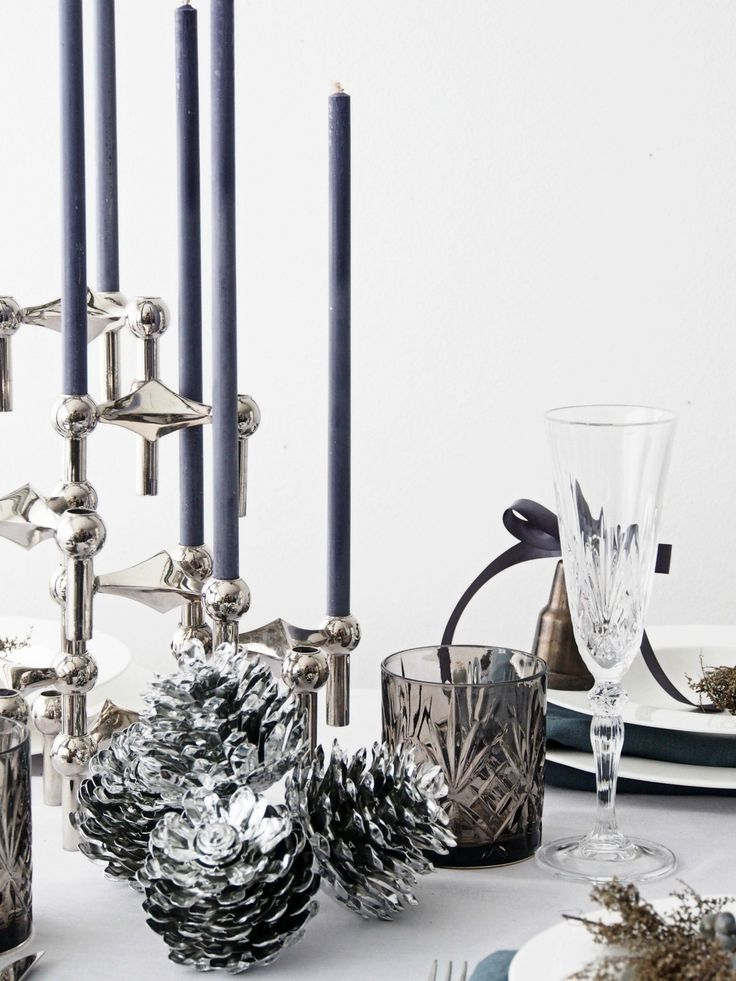 DIY New Year's Eve Table Setting. Create a festive, modern and easy table setting perfect for ringing in the New Year at your holiday party.