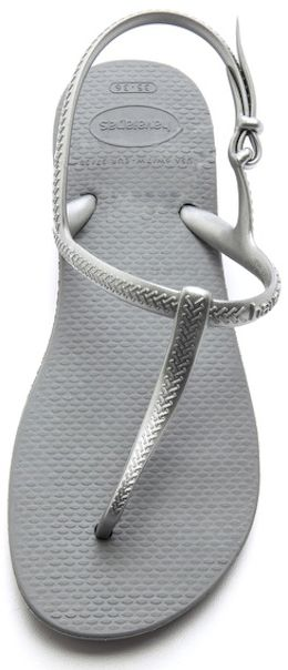 Havaiana t-strap sandals http://rstyle.me/n/mkdk5r9te