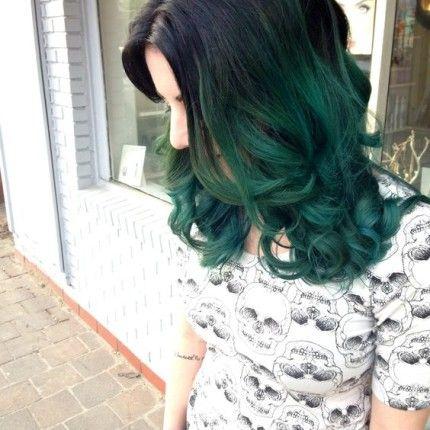 Dark green hair: i capelli si tingono di verde