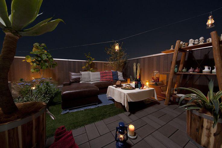 木造住宅の屋上庭園5,000棟達成、屋上アウトドアリビングが「子育て支援」にも!30畳(50m2)ほどの広さを提供できる「プラスワンリビング」は、階段を上るだけで気軽に行ける家族・仲間との恰好のコミュニケーションの場です。部屋着のまま出勤前に子どもと一緒のお散歩時間、日中はママ友の集い、夜は夫婦水入らずのひと時など「時間」「お金」「距離」にとらわれない自分らしい生活をおくることが可能です。