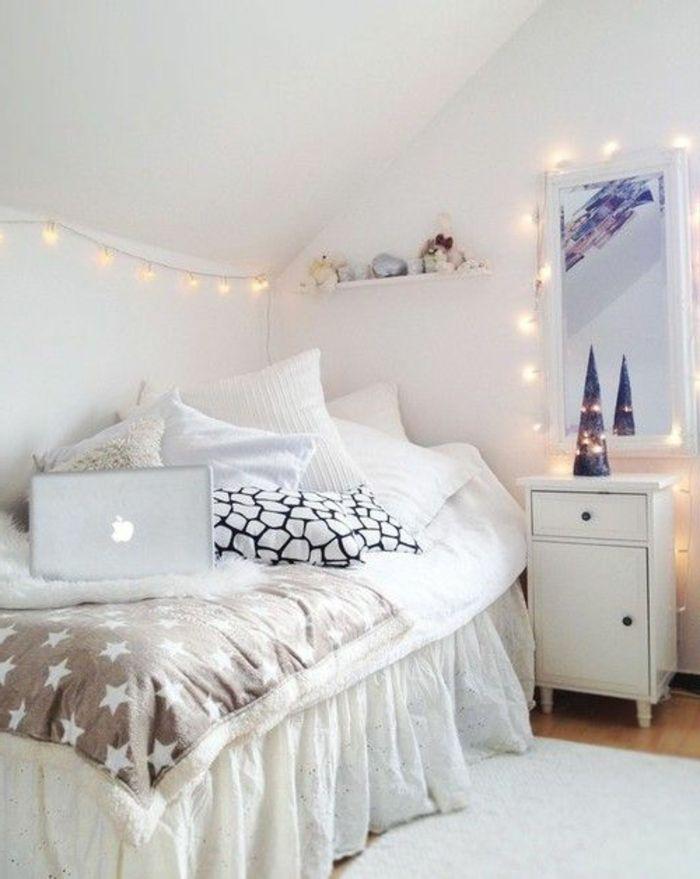 idee deco chambre ado avec guirlande lumineuse, chambre ado sous pente