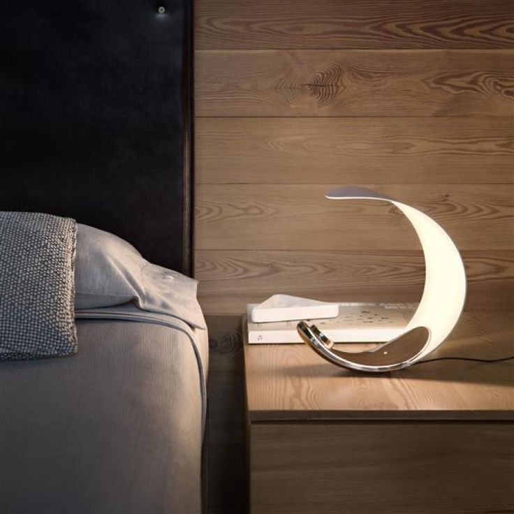 Luceplan Curl, lampada da tavolo posizionatile in diverse configurazioni!  E' possibile scegliere la tonalità di luce calda o diurna ruotando la ghiera. Atmosfera calda e accogliente!