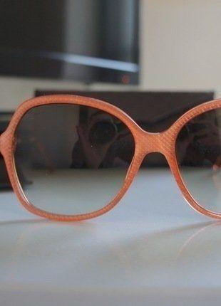 À vendre sur #vintedfrance ! http://www.vinted.fr/accessoires/lunettes-de-soleil/26792591-neuve-et-authentique-lunette-gucci