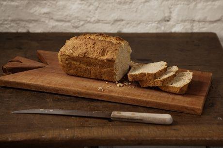 Pão INtegral Fácil  Ingredientes 2 xc (chá) de far. trigo integral  2 xc (chá) de far. trigo branca 1 2/3 xícara (chá) de leite em temp.ambiente (400 ml) 2 colh. (chá) de fermento em pó (fermento para bolo) 1 colh. (chá) de sal  óleo para untar a fôrma Preparo 1. Preaqueça o forno a 200 °C (média). Atenção: espere 20 minutos, após ligar o forno, p/ começar a separar os ingredientes ...continue lendo no site
