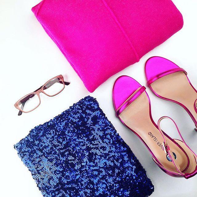 Colour Blocking is hip! LOEK loopt graag mee met de laatste trends. Benieuwd hoe wij deze outfit dragen? Ga snel naar Facebook voor het resultaat! 👛#glitter #mijnloek #loek #loeknl #colour #color #colourblocking #ysl #trend #fashion #trending #mode #modeblogger #fashionblogger #fblogger #ootd #potd #pink #christmas