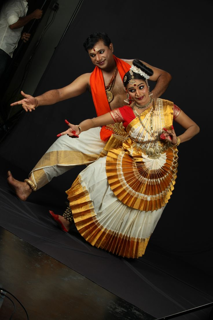 RLV Anand and Jaya Anand are the first couples who performed mohiniyattam as a couple dance in kerala. http://www.rlvanand.com