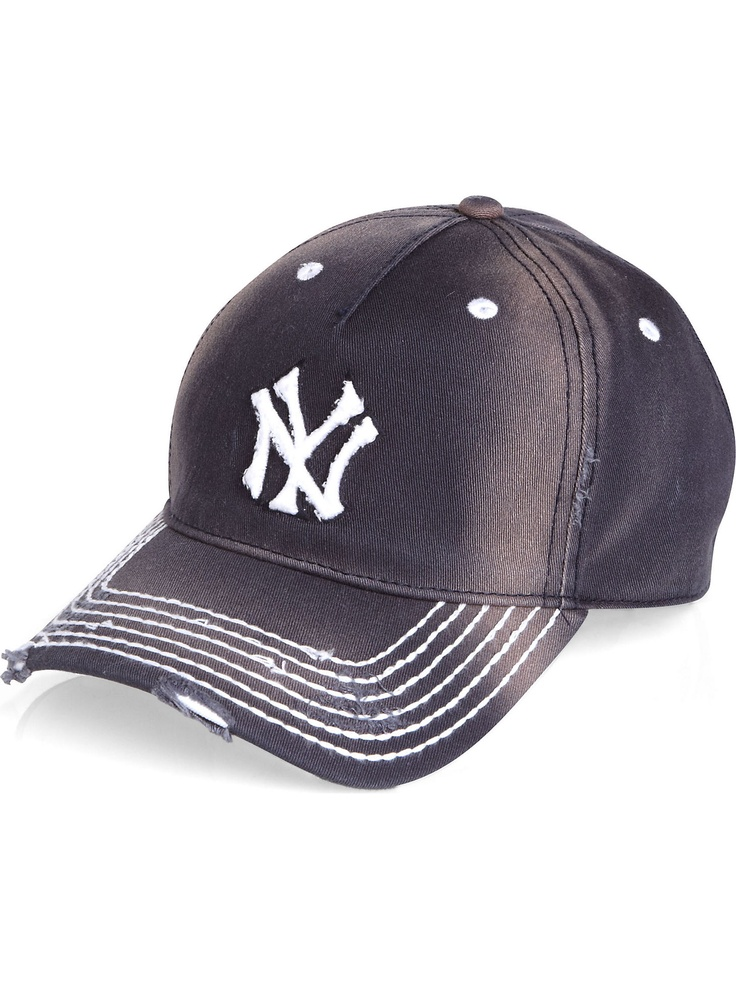 how to wear a baseball cap forwards