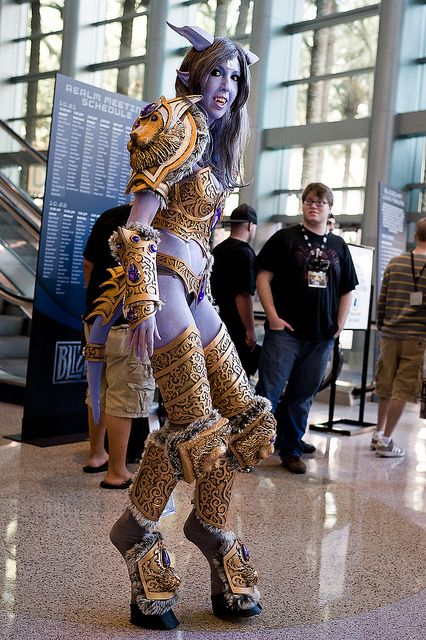 Draenei cosplay . That looks awesome and uncomfortable at the same time <--- I agree