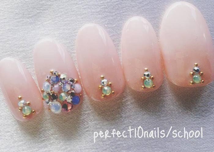 指輪を綺麗に魅せたい♡ヌーディーカラーのシンプル花嫁ネイルカタログ*のトップ画像