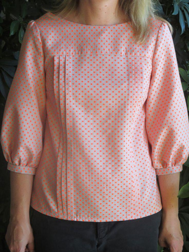 Emma's dotty Mathilde blouse et pourquoi pas avec des plis asymétriques.