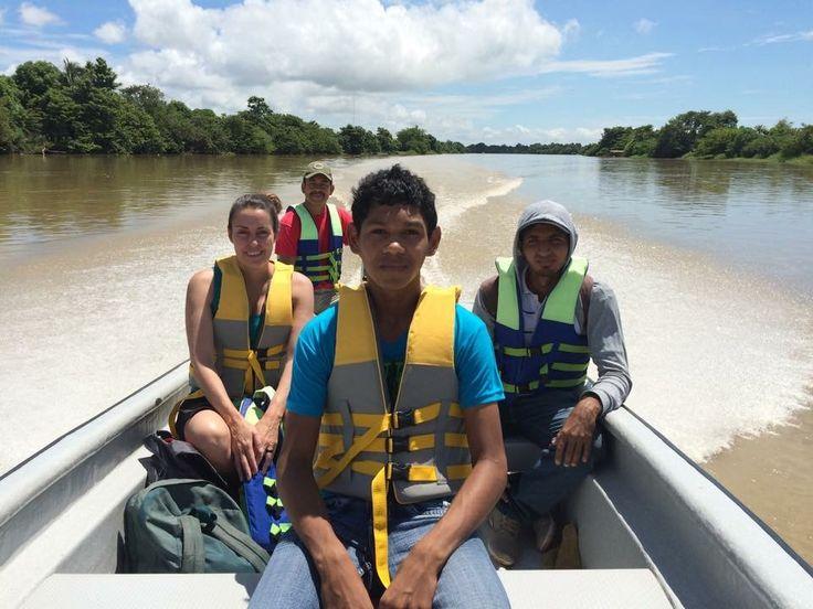 Navegando por el Rio Sinú rumbo a Caño Viejo