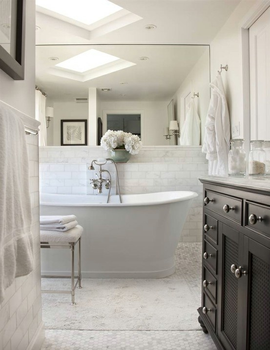 pretty pretty: Cottages Style, Bathroom Interior, Modern Bathroom Design, Decor Bathroom, Subway Tile, Beautiful Bathroom, Bathroomdesign, White Bathroom, Design Bathroom