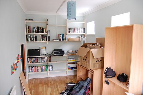 7 easy tips to help moving your home, planning the moving day, packing your belongings, coordinate the move and organise your new home.